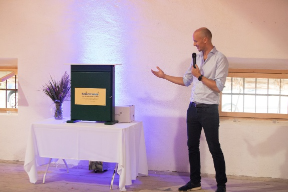 Sebastian Heinzel presenting one of the new beehives sponsored by heinzelsales
